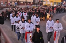 Droga Krzyżowa ulicami Łopuszna